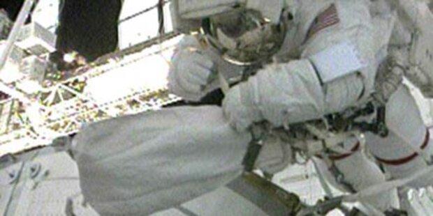 Astronauten bauen ISS aus