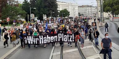 Tausende demonstrierten für Flüchtlings-Aufnahme