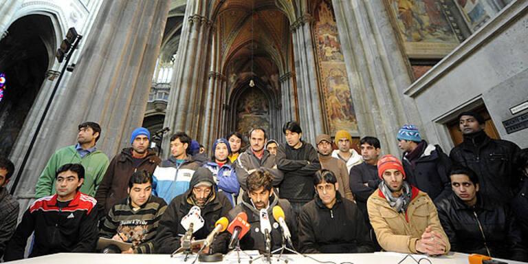 Flüchtlinge in Votivkirche wieder im Hungerstreik
