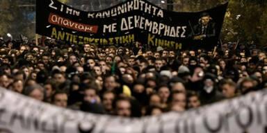 Heftige Zusammenstöße bei Protesten in Athen