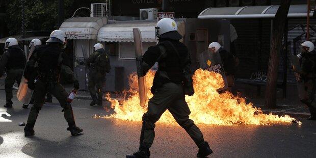 Krawalle bei Demos in Athen
