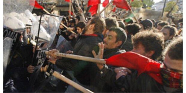 Unruhen in Athen gehen weiter