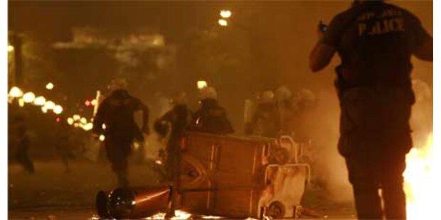 Schüsse und Bombenanschlag in Athen