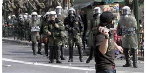 Randale nach Demos in Athen