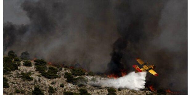 Flammenhölle in Nobel-Vorort Athens