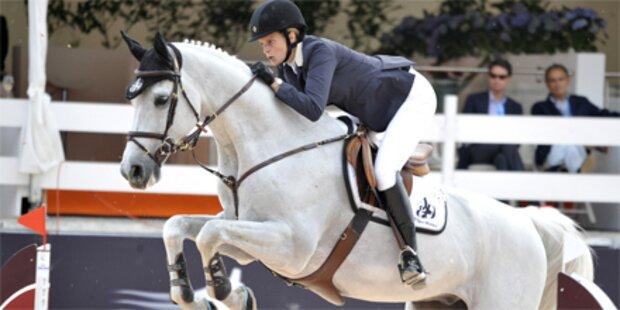 Athina Onassis reitet im Magna Racino ein