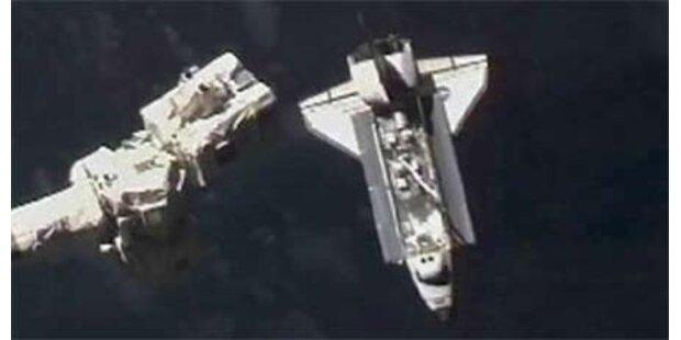 Atlantis an Raumstation angedockt