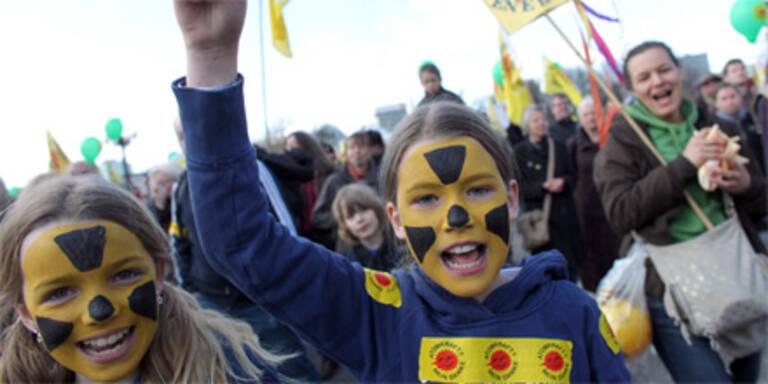210.000 Atomgegner auf der Straße