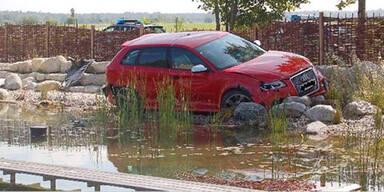 Testfahrer versenkt Audi RS3 im Teich