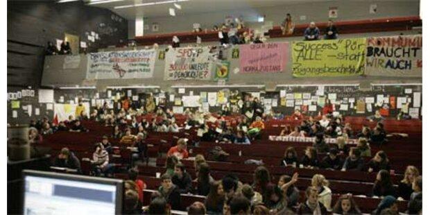 Besetzer wollen Rektorat im Plenum sehen
