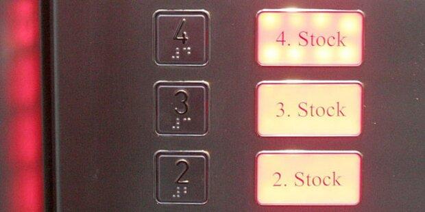 Hotelier bleibt 4 Tage in Aufzug gefangen