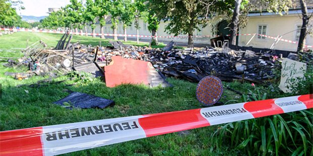 Augarten-Protestcamp ist abgebrannt