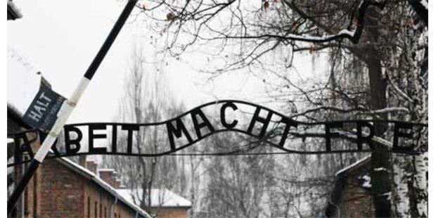 Auschwitz-Schild gestohlen - 3 Jahre Haft
