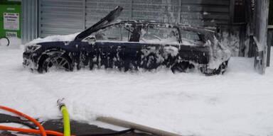 Frau will Tank leer saugen - fackelt Auto ab