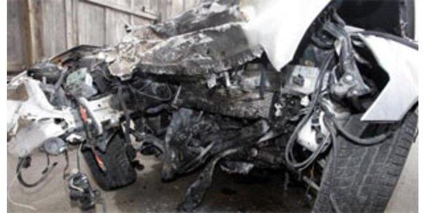 Lkw-Fahrer stirbt bei Crash gegen Brückenpfeiler