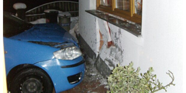 Auto landete im Mühlviertel im Wohnzimmer