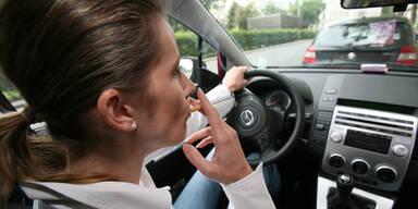 Frauen sind im Auto größere Ferkel