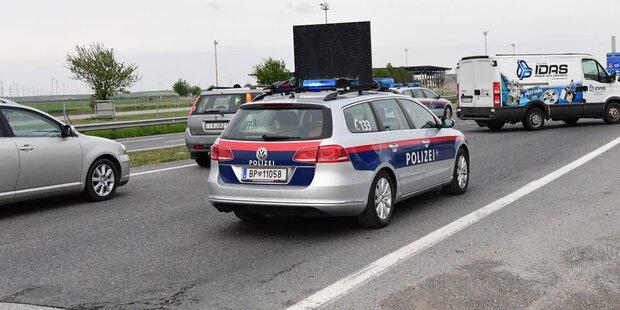 Alko-Lenker zeigt Polizei seinen nackten Hintern