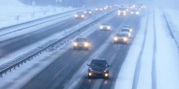 Verrückte Schlitten- Fahrt über Autobahn