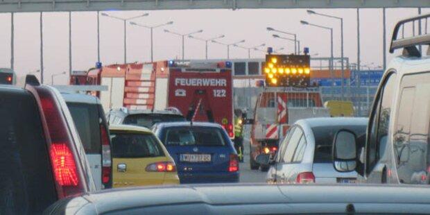 Kilometerlanger Stau auf A2 nach Auto-Brand