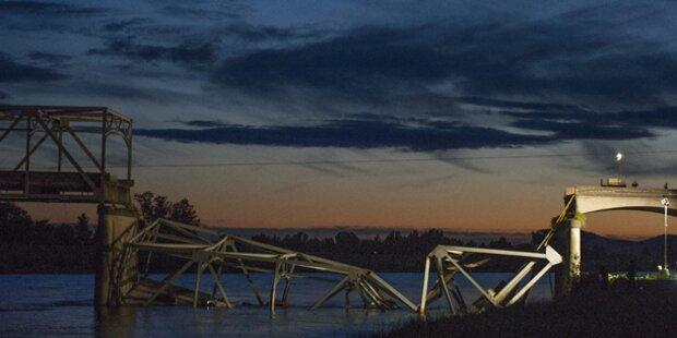 Autobahn-Brücke in USA eingestürzt