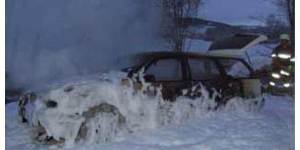 Bei Osterfeuer Auto abgefackelt