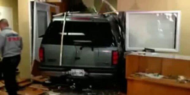 Hustenanfall: Auto kracht in Juwelierladen