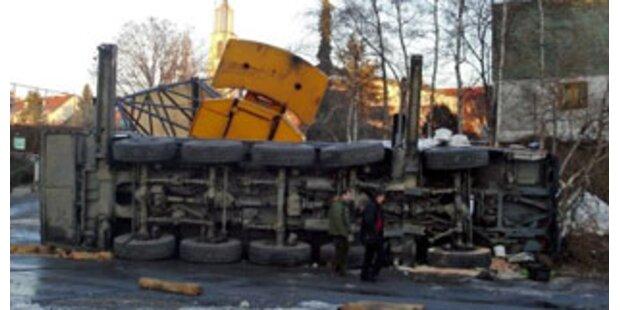 100-Tonnen-Autokran in Graz umgestürzt