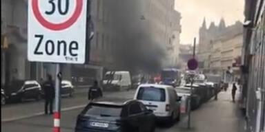 Spektakulärer Autobrand mitten in Wien