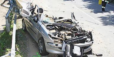 Lkw stürzte in Oberösterreich auf Auto