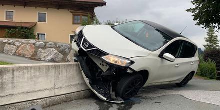 Alko-Mutter baut Unfall mit Kindern am Rücksitz