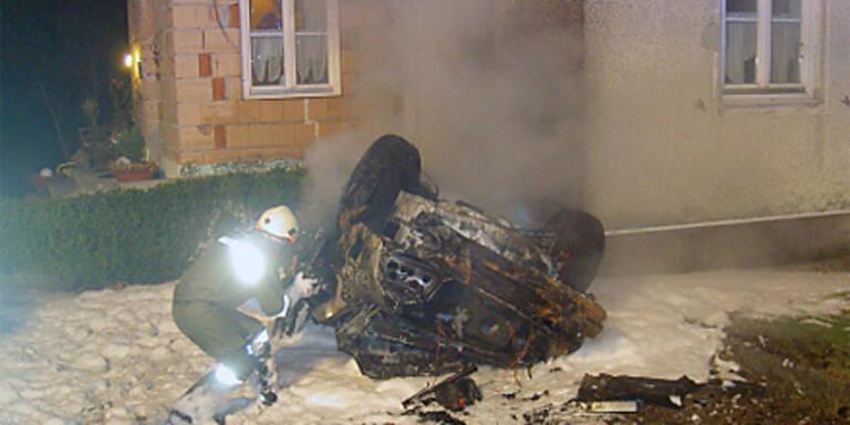 Autofahrer stirbt in Flammeninferno