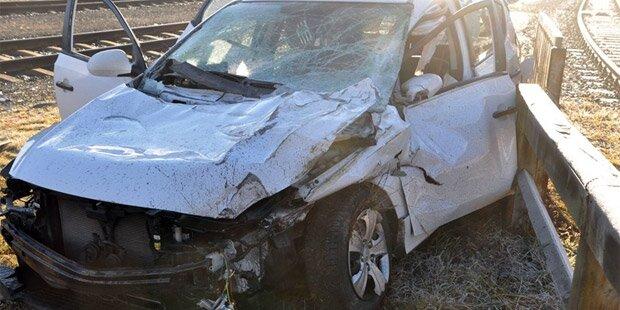 Zug rammt Auto: Fahrer nur leicht verletzt
