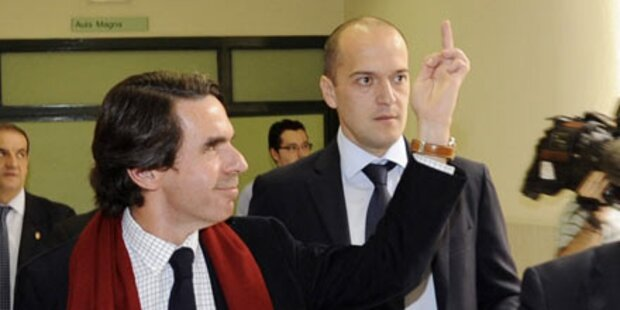 Aznar zeigt Studenten