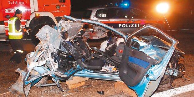 Lenker bei Crash mit Kanaldeckel getötet