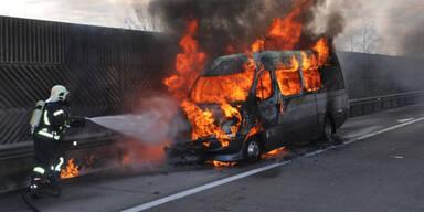 A1: Urlauber-Reisebus in Flammen