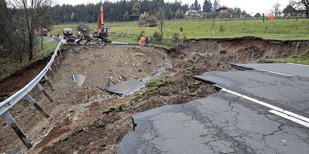 Bundesstraße B83 bricht nach Regen weg