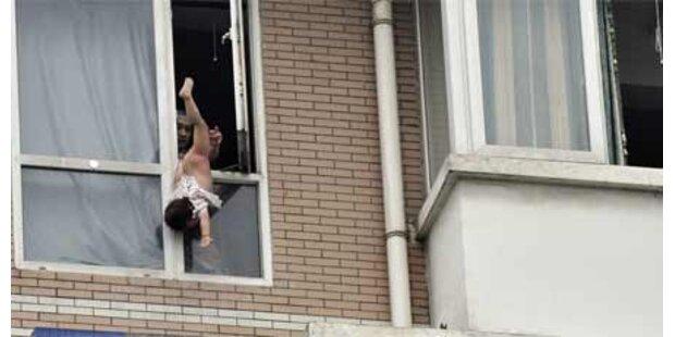 Mann wollte Baby aus dem Fenster werfen