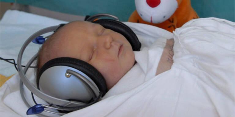 Französisches Spital legt Babys Fußfesseln an