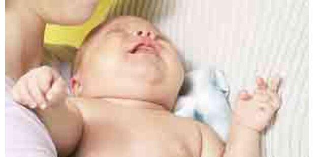 In Flugzeug geborenes Baby mit Strohhalm gerettet