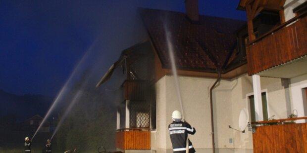 Ein Verletzter bei Brand in Wohnhaus