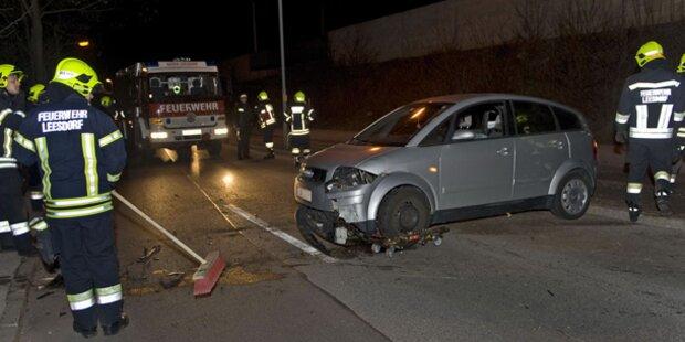 Alko-Lenkerin crasht in eine Verkehrsinsel