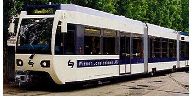 Fahrerflucht nach Crash mit Badener Bahn