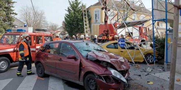 Wegen Crash war Baugerüst in Schieflage