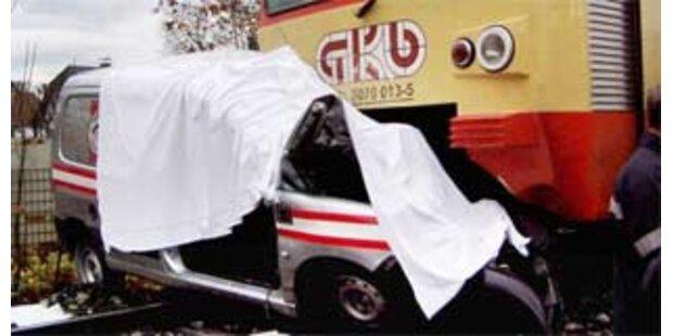 Erneut schwerer Unfall bei Bahnübergang