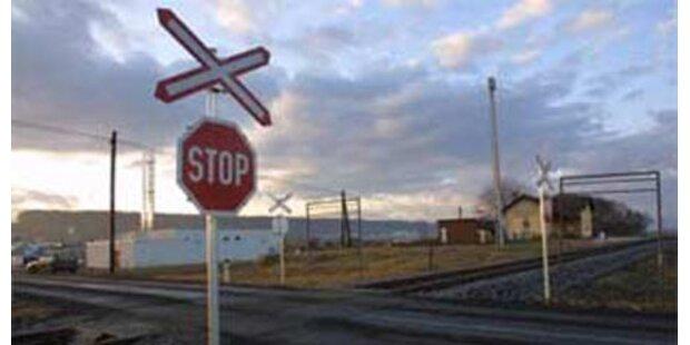 Unfälle auf Bahnübergängen - 2 Verletzte