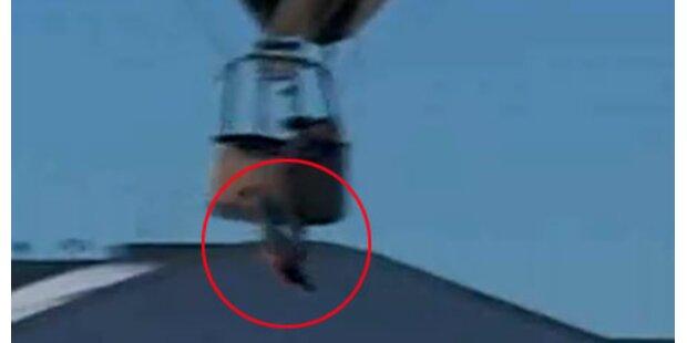 Mann fällt aus Heißluftballon