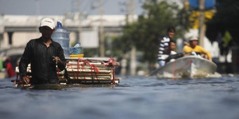 Damm bei Bangkok gebrochen