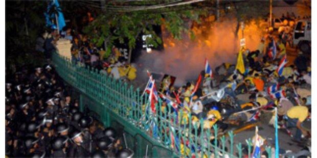 Ein Toter bei Krawallen in Bangkok
