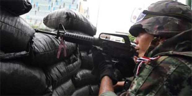 Armee bereitet Sturm auf Rothemden vor
